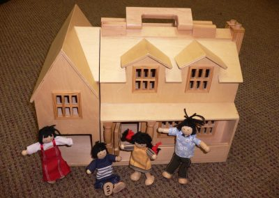CCR001323 Fold & Go Dolls House