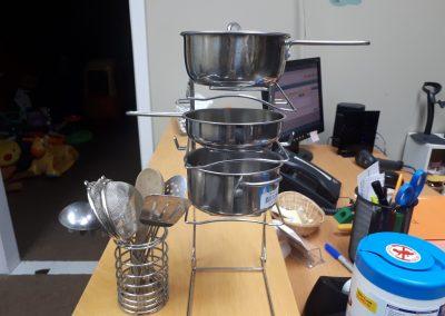 CCR002053 Metal pots and pans set