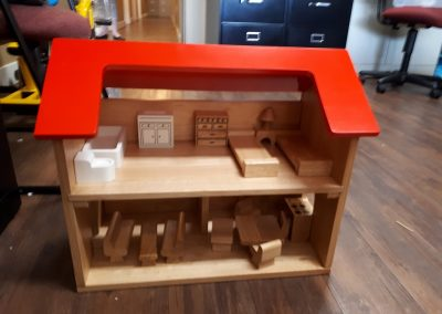 CCR002610 Dollhouse and Furniture
